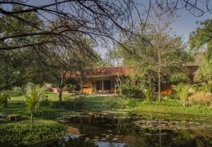 bharat_aggarwal_architecture_photography_interior_gujrat_ahmedabad_verandah_house_india_green_garden_modo_arpan_shah_design (10)