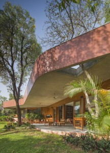 bharat_aggarwal_architecture_photography_interior_gujrat_ahmedabad_verandah_house_india_green_garden_modo_arpan_shah_design (11)