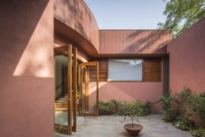 bharat_aggarwal_architecture_photography_interior_gujrat_ahmedabad_verandah_house_india_green_garden_modo_arpan_shah_design (34)